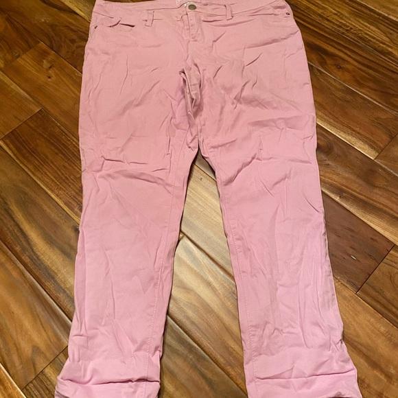 No boundaries lavender Capri pants